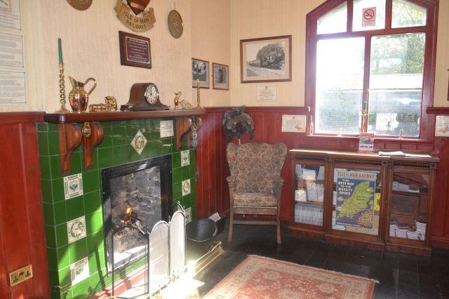 Salle d'attente d'une petite gare entre Port Erin et Douglas